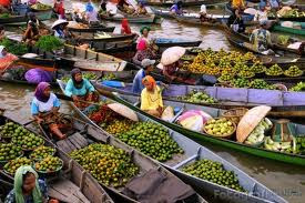 Floating Market (Pasar Terapung) Muara Kuin Banjarmasin South Kalimantan