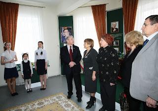 Нажиба Ихсанова, Разил Валиев, Альфия Миннуллина, Курбангали Юнусов в зале памяти Туфана Миннуллина