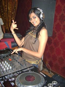 dj sonica playing