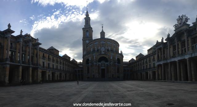 Universidad Laboral de Gijón, al atardecer