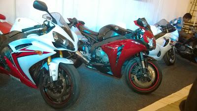 Yamaha-R1-Honda-Fireblade-at-Mysore-Auto-Expo