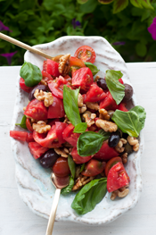 simple tomato walnut salad