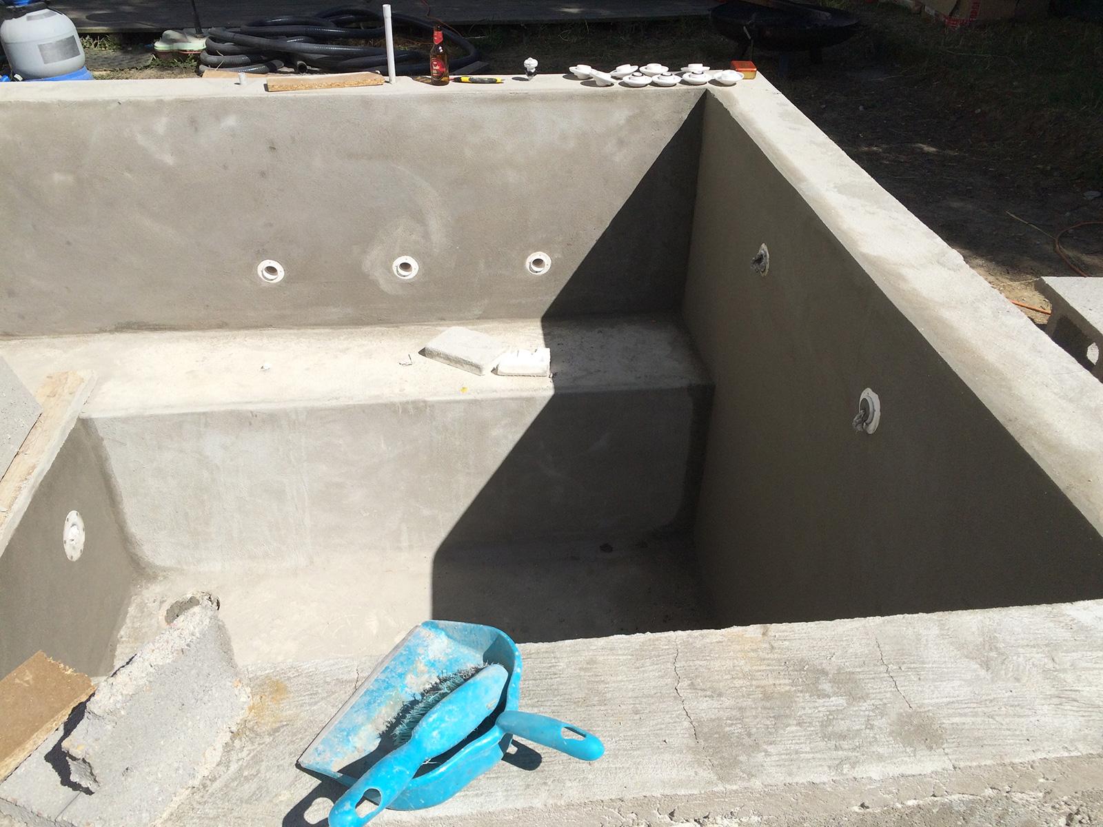 enduit de finition sur l 39 ensemble de la piscine et finalisation escalier construction d 39 une. Black Bedroom Furniture Sets. Home Design Ideas
