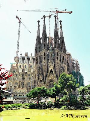 La Sagrada Familia, Landmark kota Barcelona yang paling terkenal