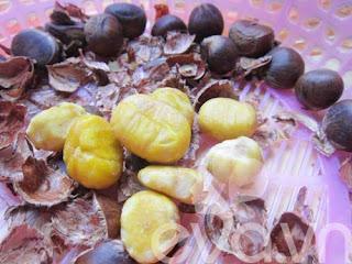 Canh hạt dẻ củ sen nấu sườn