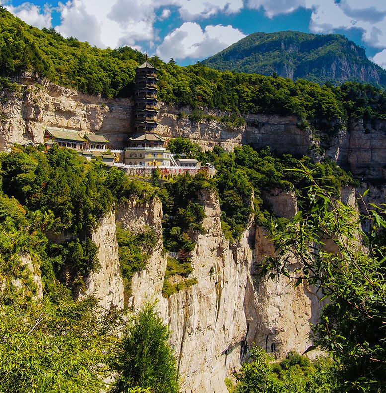 Las edificaciones al borde de los precipicios de la montaña Mainshan, China