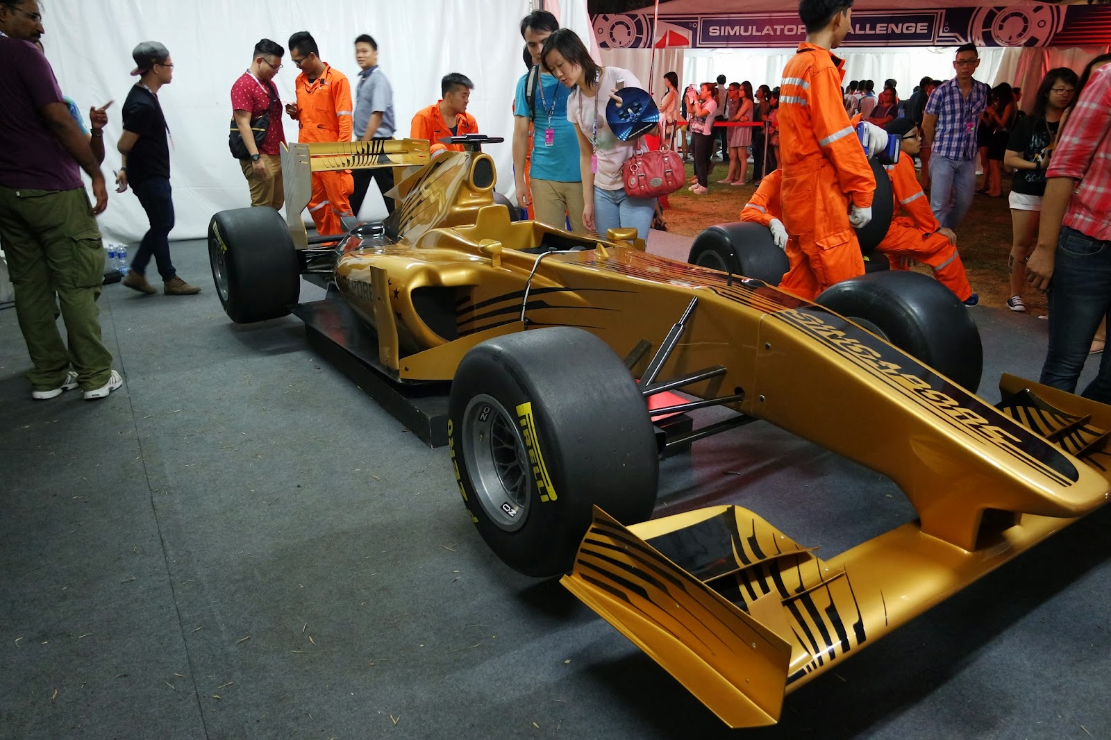 Experience pit-stop tyre changing Singapore Formula 1
