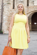 Vacation outfit: Yellow dress