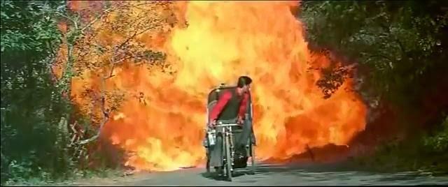 shah rukh khan main hoon na explosion