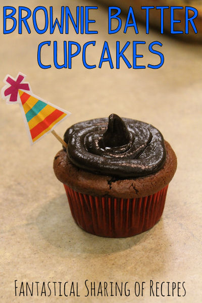 Brownie Batter Cupcakes | A cupcake that has a brownie muffin top and decadent dark chocolate frosting #dessert