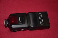 Flash barato para Canon e Nikon