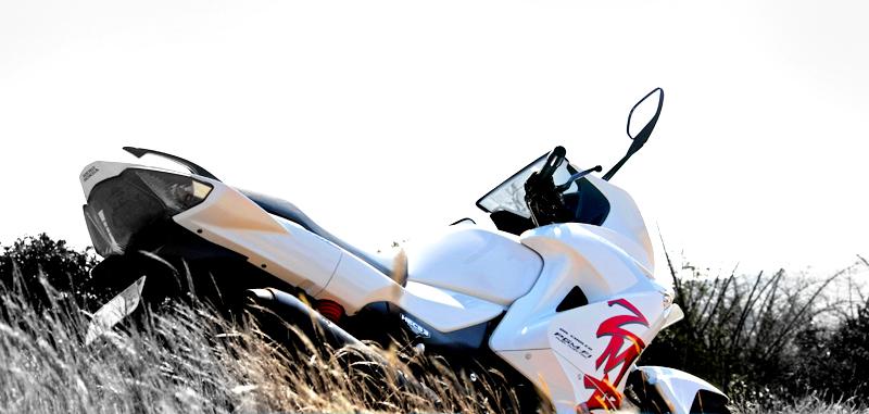 Life On 2 Wheelz Yamaha R15 V2 Vs Hero Karizma Zmr Vs Bajaj