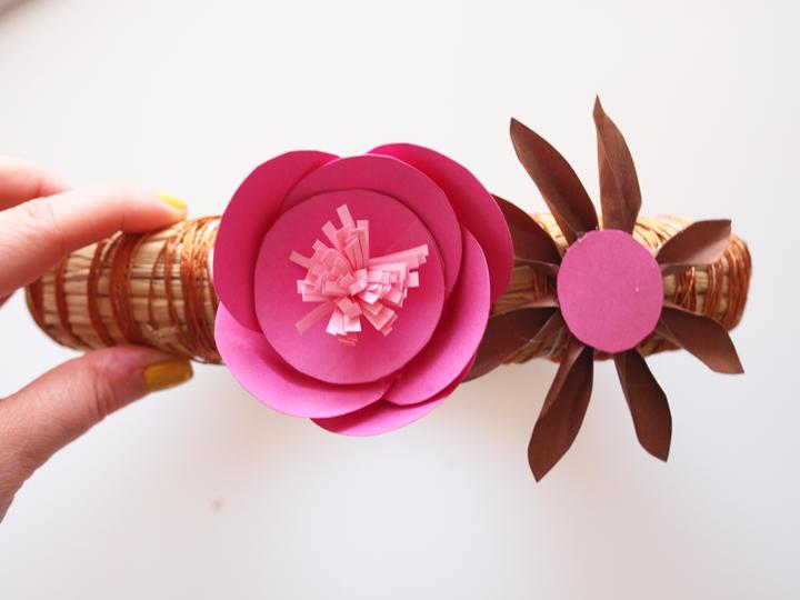 etape 7 diy mobile fleurs baker twine