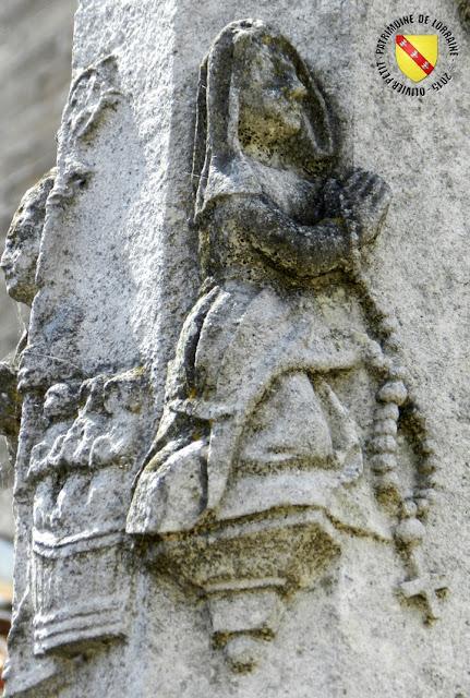 DOLAINCOURT (88) - Croix Foront (XVIe siècle)