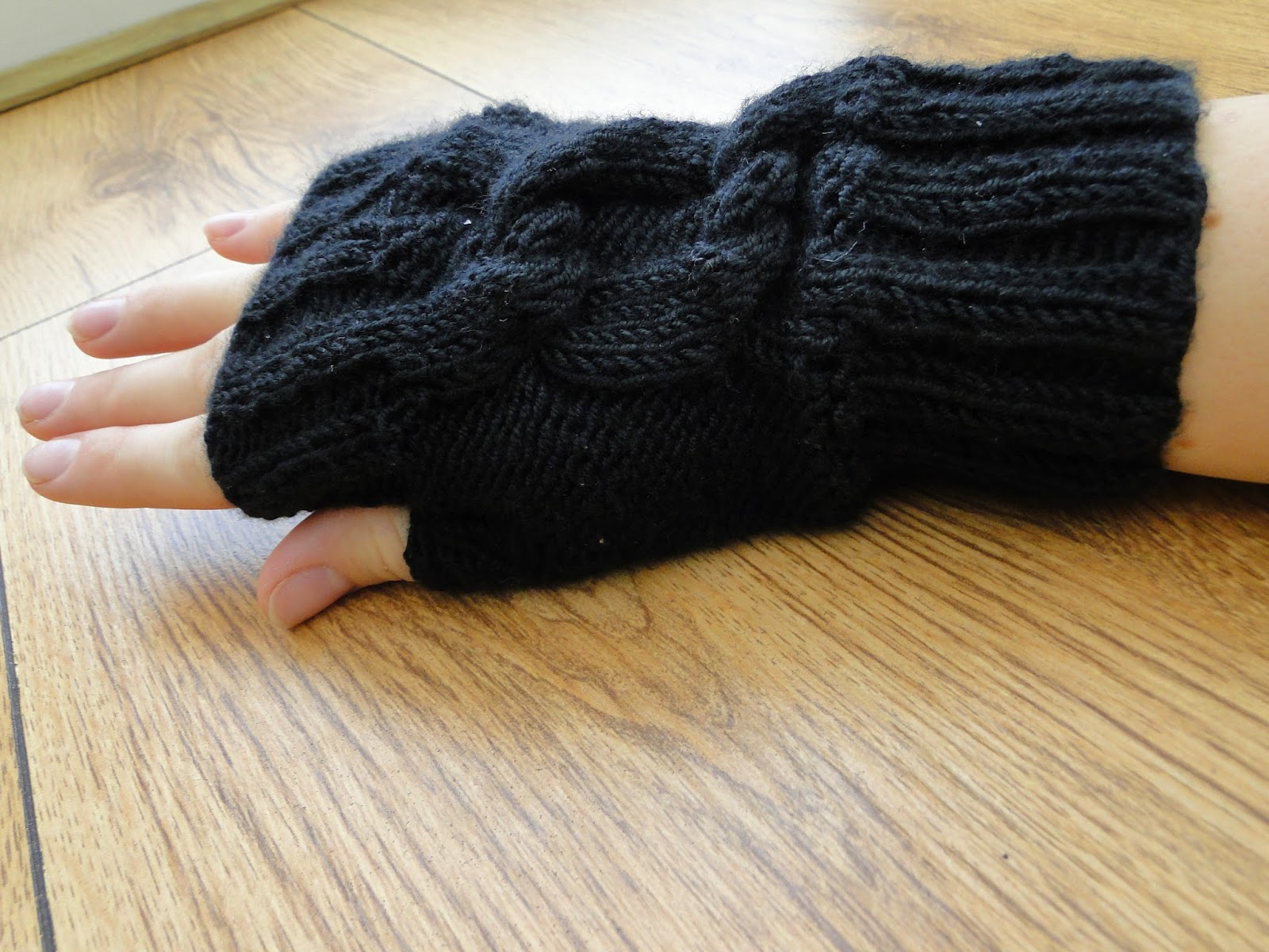 Black Fingerless Gloves Knitting Pattern