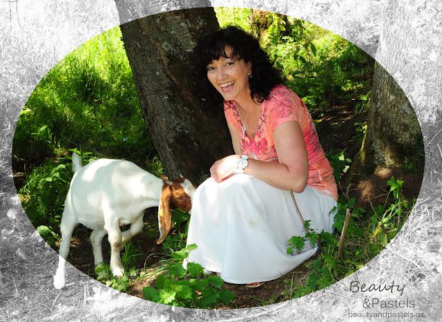 Marion mit Ziege