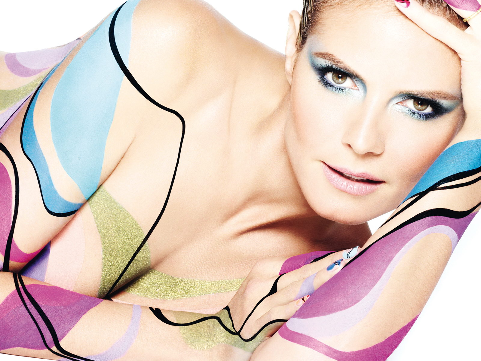 http://2.bp.blogspot.com/-CEicDA-inaU/T5qLH1iX3LI/AAAAAAAAAiw/Jp8_-ioyJYM/s1600/Heidi+Klum+nude+bodypaint+for+Astor+Cosmetics+1.jpg