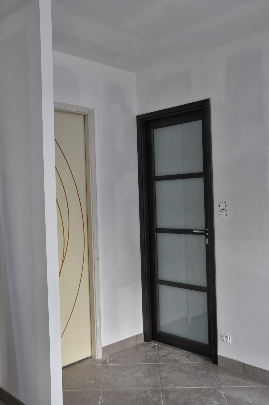 Depreux construction r cit d 39 une construction en 2013 derni re porte et peintures enduits - Peinture porte interieure ...