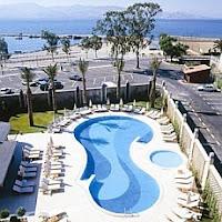 crowne-plaza-otel-izmir-açık-yüzme-havuzu
