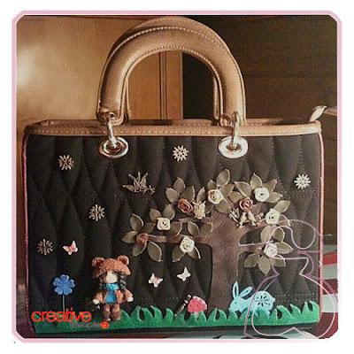 Bolso de mano, en dos tonos decorado a mano por Sylvia López Morant.