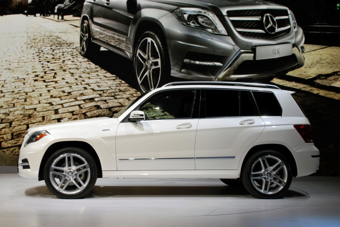 new 2013 mercedes glk class first live photos new york auto show 2012 garage car. Black Bedroom Furniture Sets. Home Design Ideas