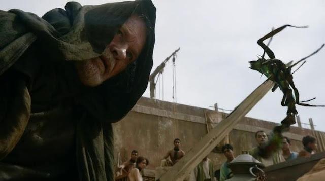 Game of Thrones S02E01: ser Barristan Selmy jako Obi-Wan Kennobi padawanem bude Dany.