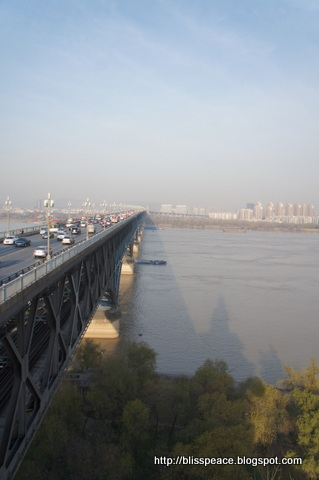 Yangtze Kiang Bridge in Nanjing ...