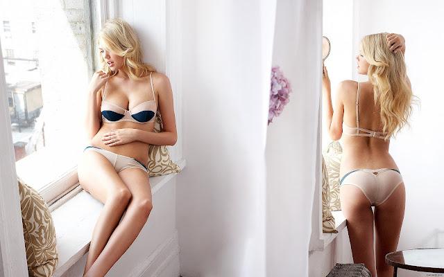 Kate Upton in Hot Bikinis