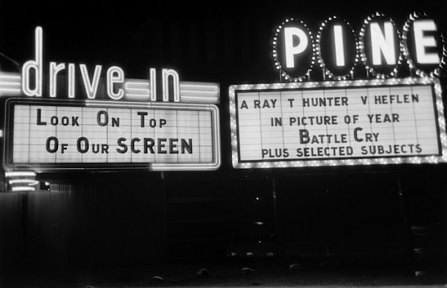 vintage everyday old photos of life at the drive in theater a vanishing american pastime. Black Bedroom Furniture Sets. Home Design Ideas