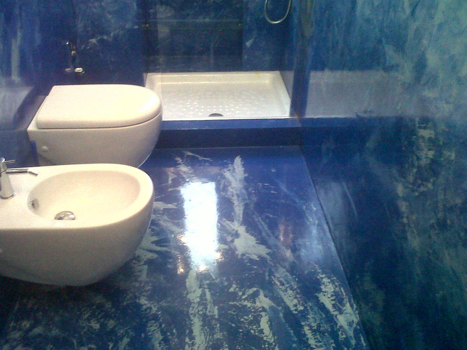 Montier zentrum resina ed effetto spatolato - Pavimenti bagno in resina ...