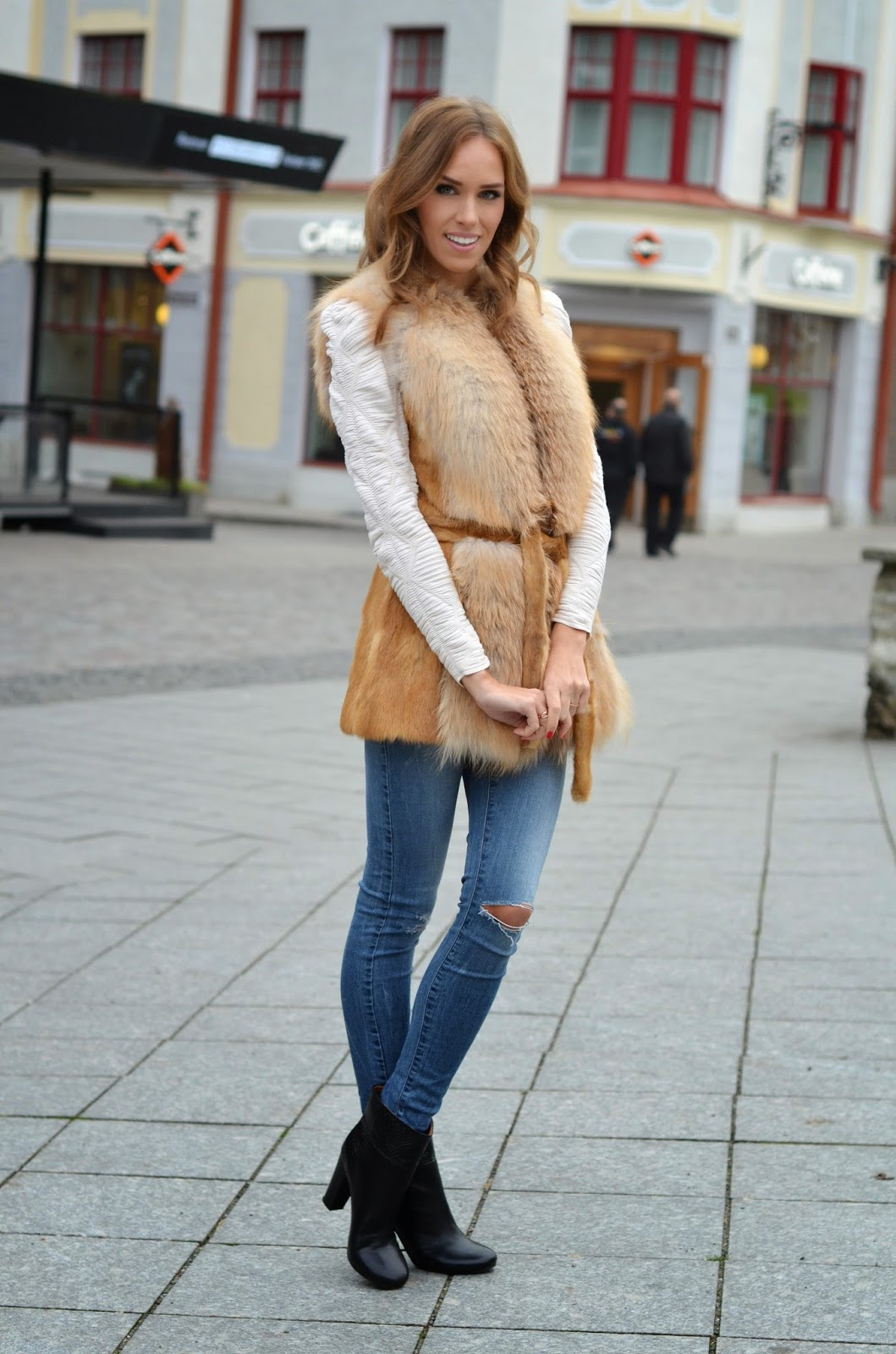 fur-gilet-outfit-jeans-black-ankle-boots