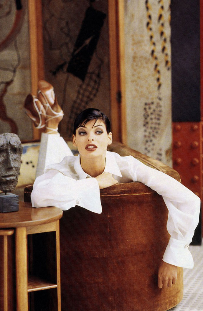 Linda Evangelista in Gianfranco Ferre Spring/Summer 1992 campaign / white shirt in fashion editorials / short history of white shirt / wardrobe essentials / via fashioned by love british fashion blog