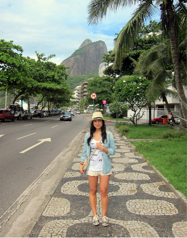 streetstyle, denim shirt, lace shorts, fashion blogger, rio de janeiro, fashion trend, bim&lola bag