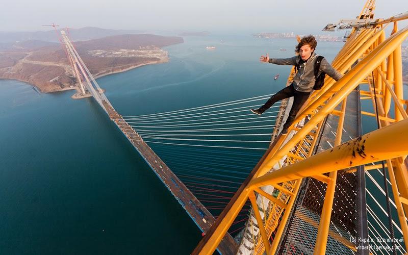 Russkiy bridge skywalkers roofers