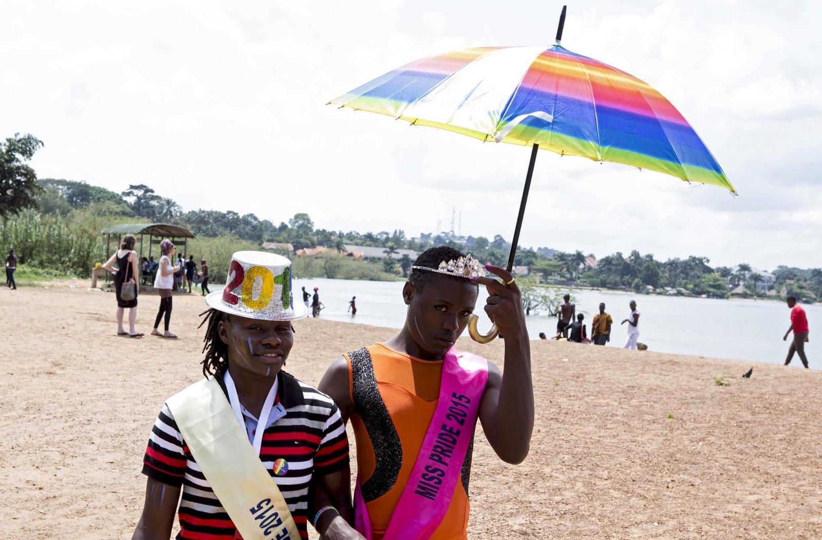 Parada do Orgulho LGBT em Uganda; é a primeira após a suspensão da lei que previa prisão perpétua a LGBTs.