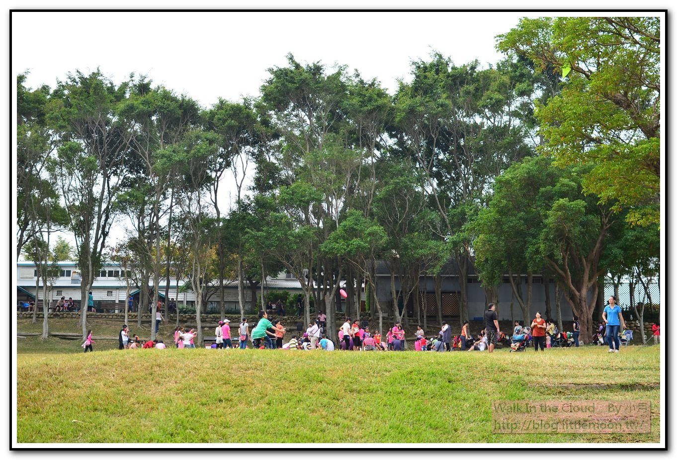 草原活動區 - 草地上一堆朋友們在活動