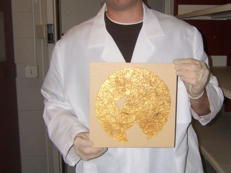 Científicos descubren una lámina Tsáchila de hace 4000 años.