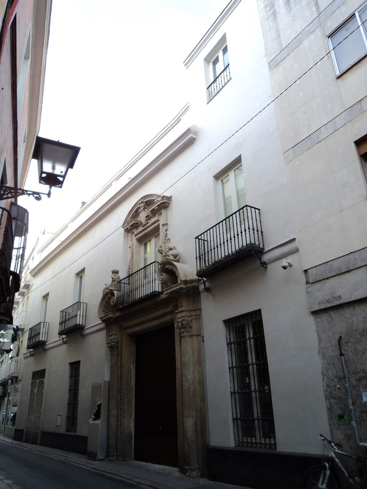 La casa de los leones a la espera de inquilinos for Muralla entre mexico y guatemala