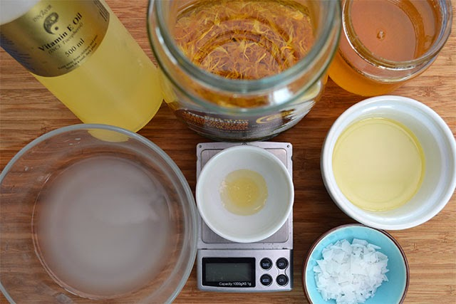 Recipe for handmade Calendula, Oats, & Honey Body Cream