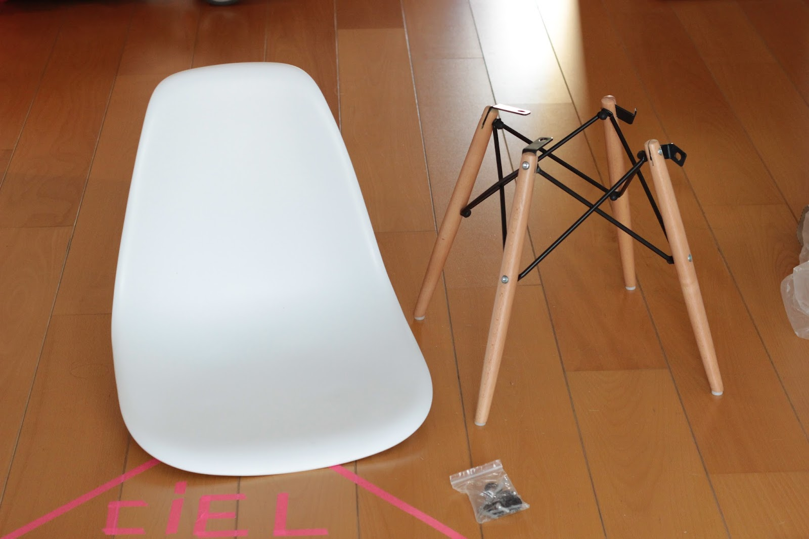 montage chaise eames