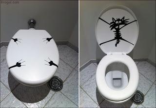 Adesivo de parede no banheiro