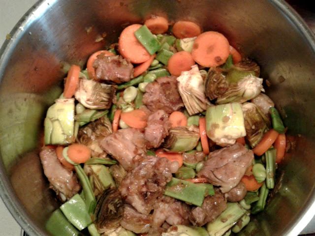Añadimos las verduras y seguimos rehogando