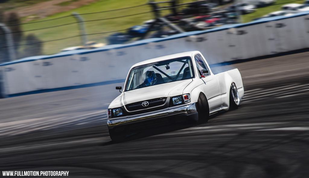 Toyota Hilux VI, ciekawe projekty do driftu, drift pickupem, szalone samochody, do latania bokiem