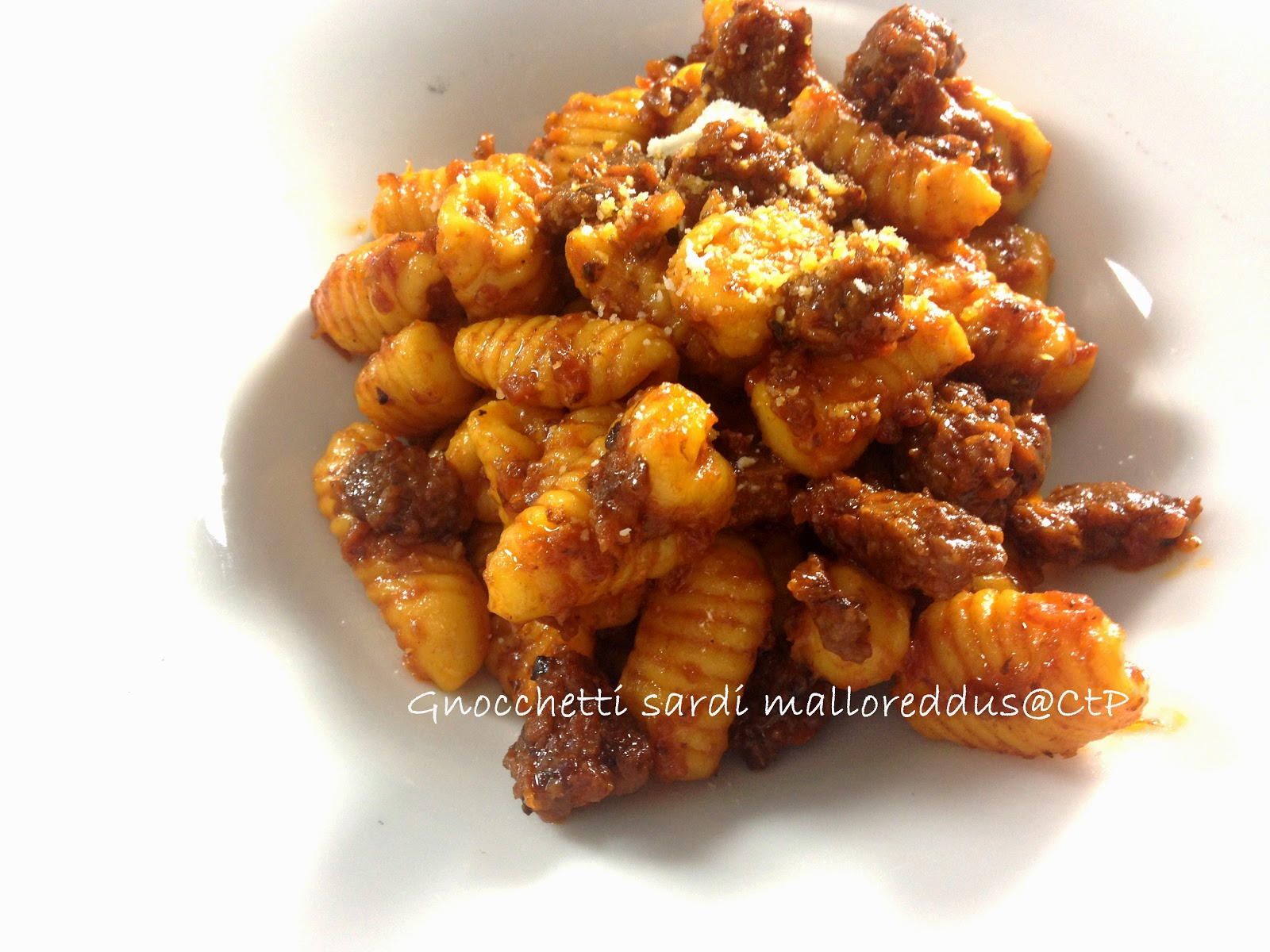 gnocchetti sardi malloreddus con ragu di salsiccia  e cipolla