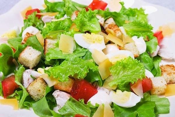 Варианты приготовления салата цезарь