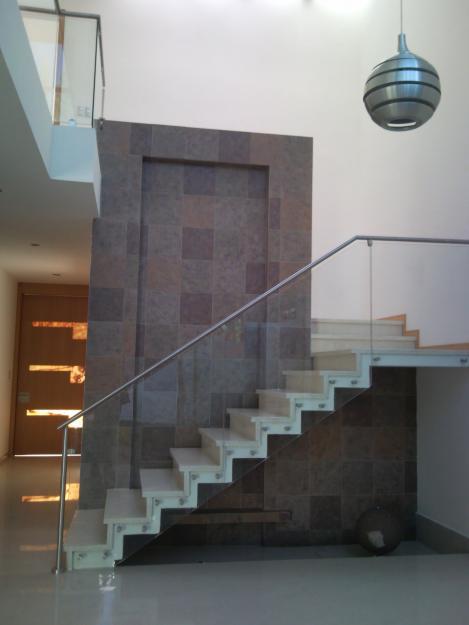 Decoraci n minimalista y contempor nea decoraci n for Escaleras minimalistas interiores