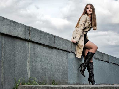 Why You Should Not Keep Girls Waiting - girl in love - wearing boots