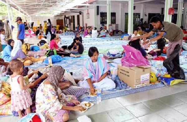 Cerita Yang Mengecewakan Tentang Mangsa Banjir Yang Lalai http://apahell.blogspot.com/2015/01/cerita-yang-mengecewakan-tentang-mangsa.html