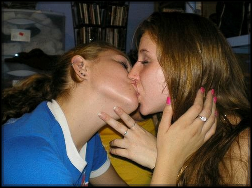 Bollywood wallpapers: Americans Girls kissing On Lips