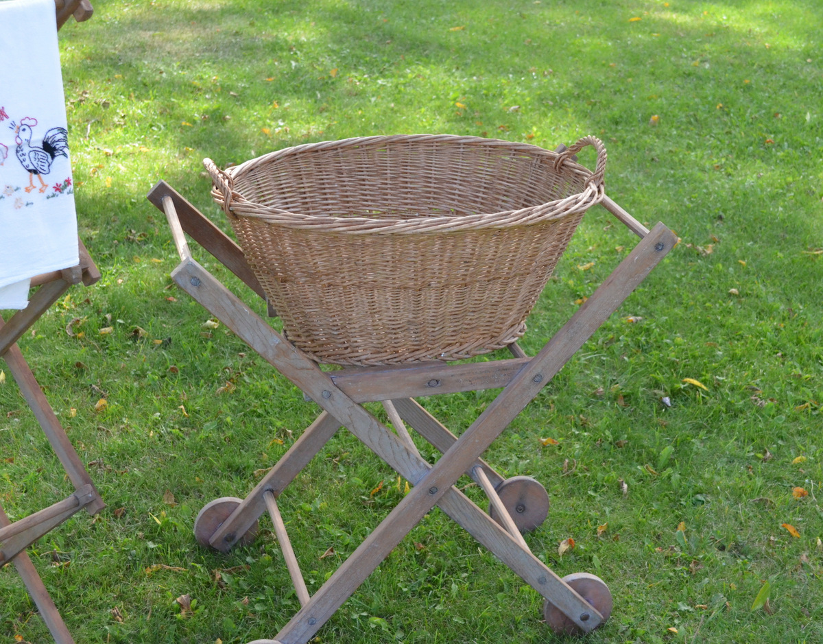 Old Fashioned Laundry Pictures Lilacs And Springtime Vintage Laundry Basket